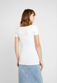 Anna Field MAMA - 2 PACK - T-shirts - white/dark blue - 4