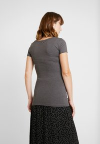 Anna Field MAMA - 2 PACK - Camiseta básica - dark gray/black - 3