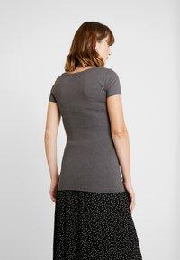 Anna Field MAMA - 2 PACK - T-shirt basic - dark gray/black - 3