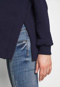 Anna Field MAMA - NURSING SIDE SPLIT HOODIE - Jersey con capucha - maritime blue - 4