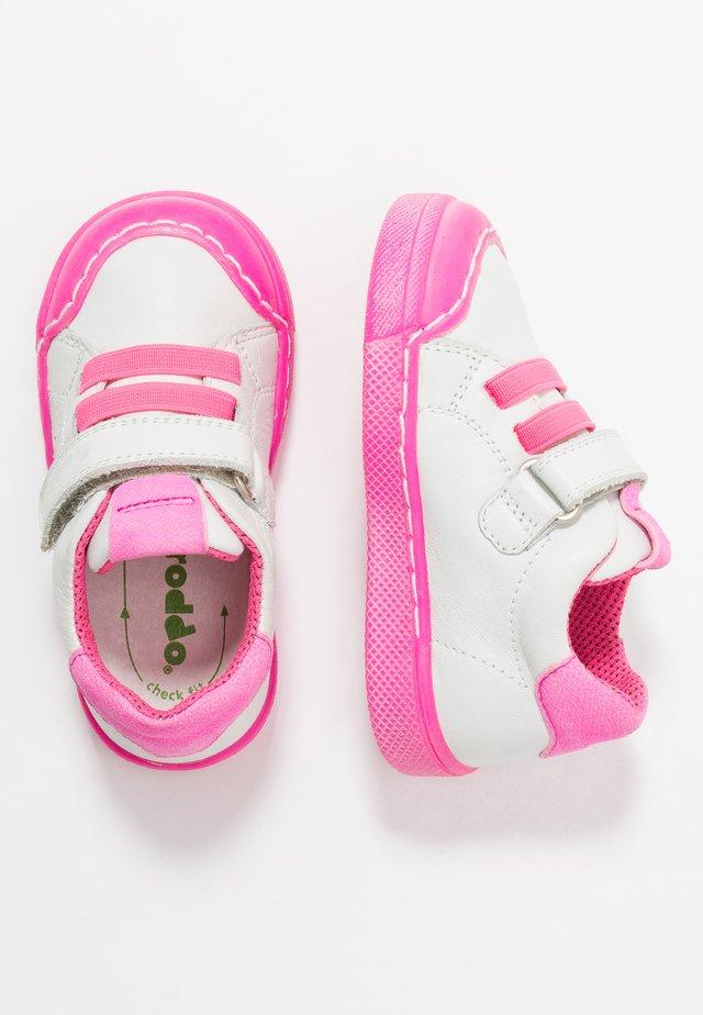 ROSARIO SPORT - Sneakers basse - white/fuxia