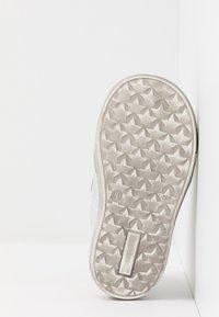 Froddo - DOLBY MEDIUM FIT - Baby shoes - white - 5