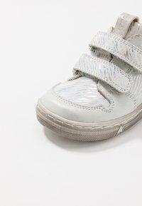 Froddo - DOLBY MEDIUM FIT - Baby shoes - white - 2