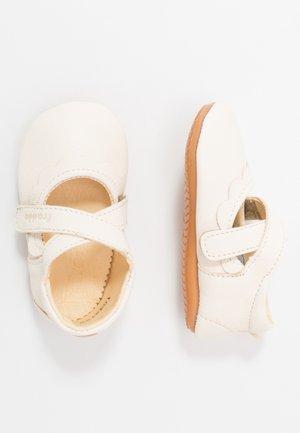 NATUREE DANCE SLIM FIT - Dětské boty - white