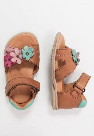 CARLINA MEDIUM FIT - Dětské boty - brown