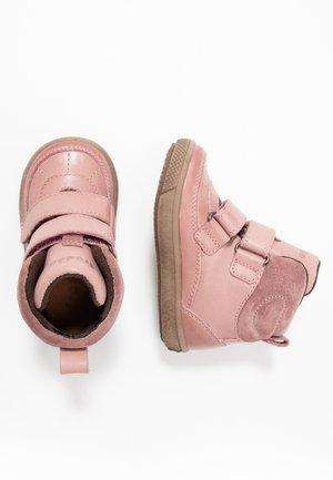 Stövletter - pink