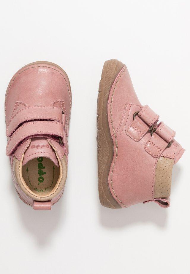 Lær-at-gå-sko - pink