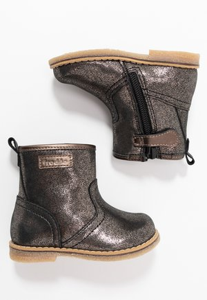 Baby shoes - bronze