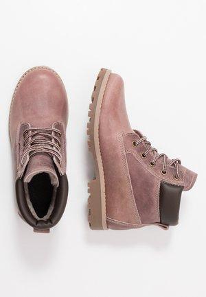 Winter boots - lavender