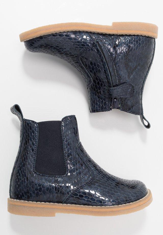 CHELYS NARROW FIT - Støvletter - blue