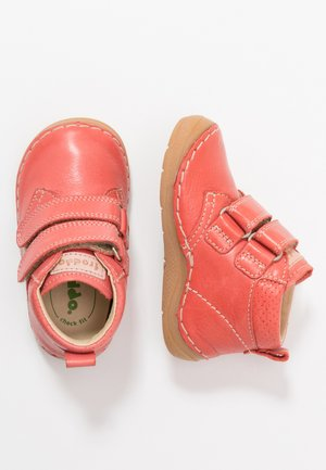 PAIX WIDE FIT - Touch-strap shoes - coral