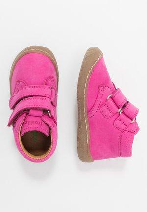 KART SLIM FIT - Baby shoes - fuchsia