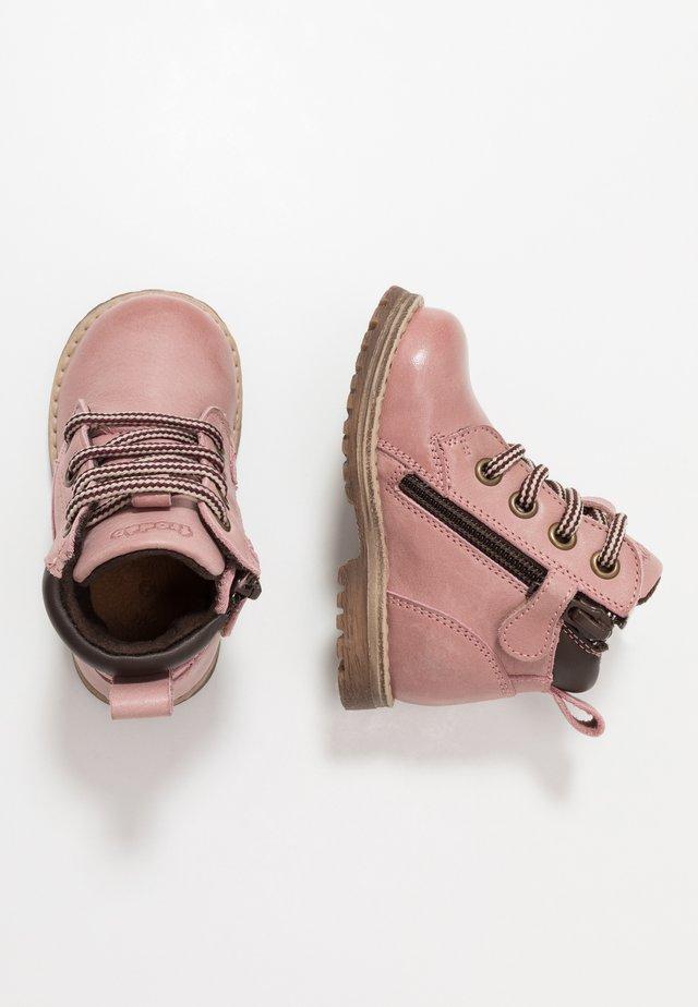 MONO MEDIUM FIT - Lauflernschuh - pink