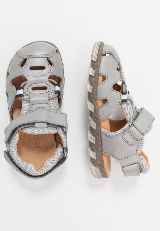 KARLO MEDIUM FIT - Walking sandals - light grey