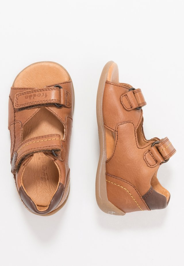GOGI MEDIUM FIT - Sandalen - brown