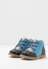 Froddo - COPER MEDIUM FIT - Volnočasové šněrovací boty - grey/blue - 3
