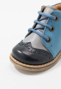 Froddo - COPER MEDIUM FIT - Volnočasové šněrovací boty - grey/blue - 2