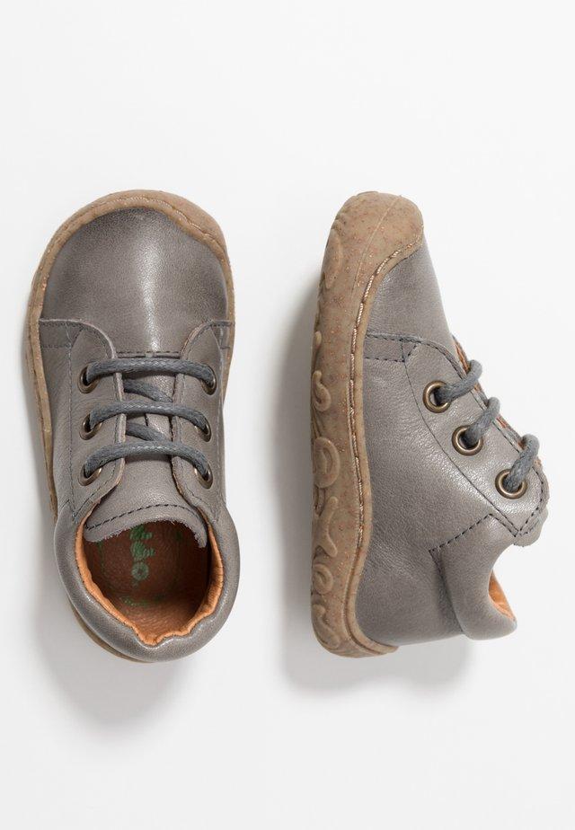 SLIM FIT - Scarpe primi passi - grey
