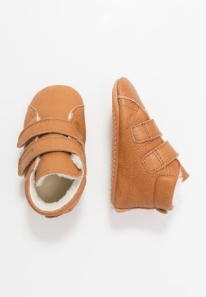 NATUREE WINTER MEDIUM FIT - Chaussons pour bébé - cognac