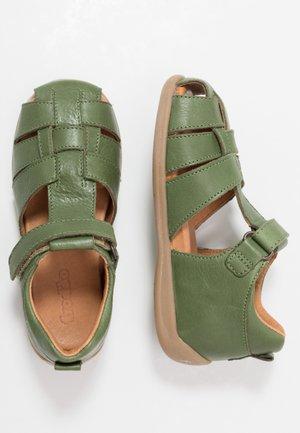 CARTE MEDIUM FIT - Sandaalit nilkkaremmillä - dark green