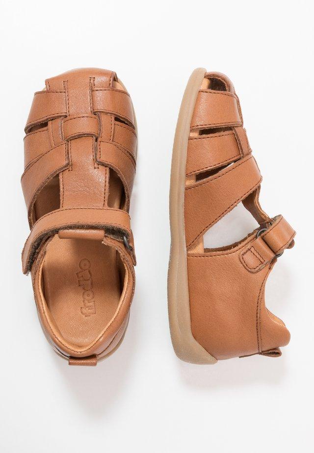 CARTE MEDIUM FIT - Sandaler - brown