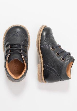 COPER MEDIUM FIT - Dětské boty - dark blue