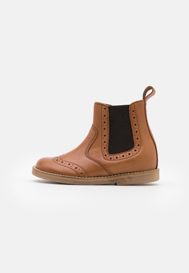 CHELYS BROGUE NARROW FIT - Classic ankle boots - cognac
