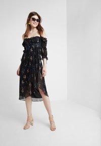 For Love & Lemons - NICOLA MIDI DRESS - Robe d'été - black floral - 1