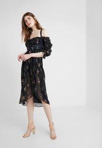 For Love & Lemons - NICOLA MIDI DRESS - Robe d'été - black floral - 0