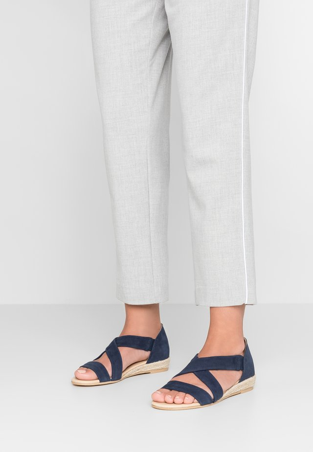 ALBA - Wedge sandals - crosta navy