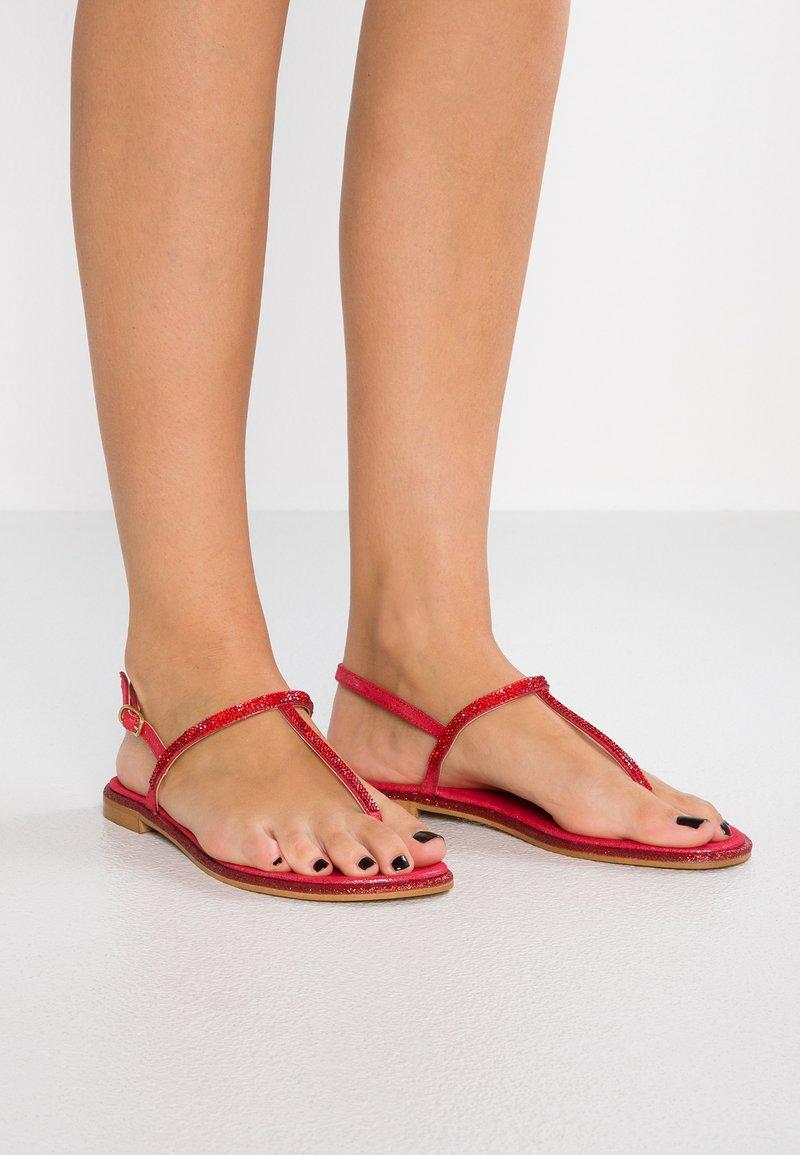 Fiore di Lucia Milano - KARIM - Sandály s odděleným palcem - rosso
