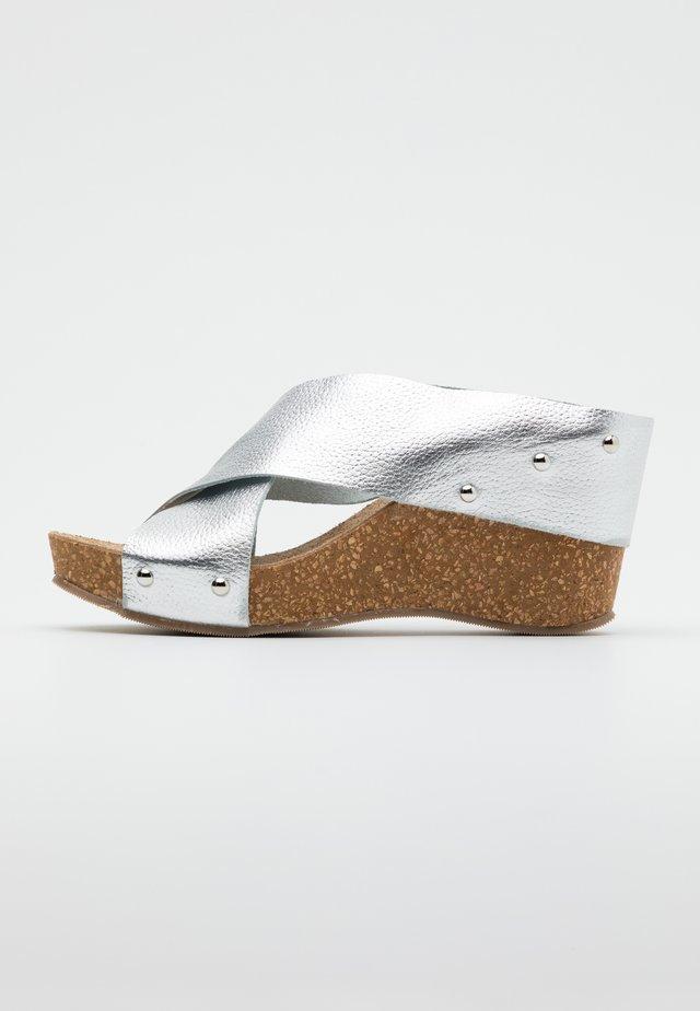 VENERE - Pantofle na podpatku - argento