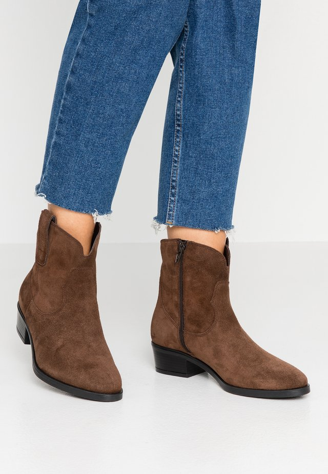 NATHAN - Cowboy/biker ankle boot - marone
