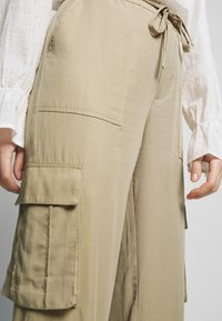 Freequent - SIMONE - Trousers - beige sand - 4