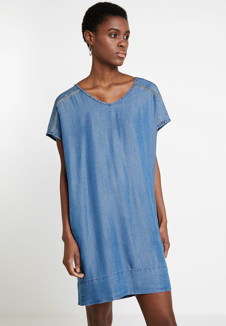 Freequent - Denim dress - medium blue denim