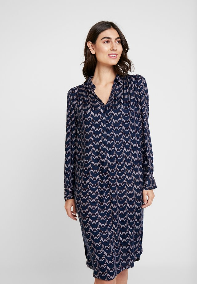 Korte jurk - navy blazer mix