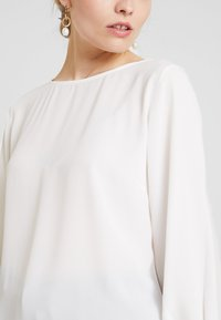 Freequent - Blusa - off white - 4