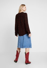 Freequent - PRINT - Blus - black/red - 2