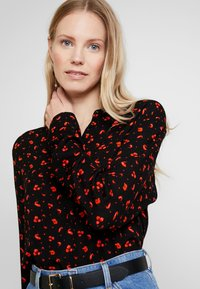 Freequent - PRINT - Blus - black/red - 3