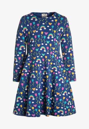 ORGANIC COTTON SOFIA SKATER DRESS BLUE RAINBOW FLOWERS - Žerzejové šaty - dark blue