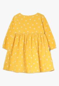Frugi - BONNIE BUTTON DRESS - Korte jurk - bumble bee - 1