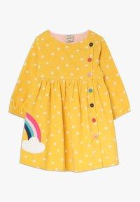 Frugi - BONNIE BUTTON DRESS - Korte jurk - bumble bee - 0