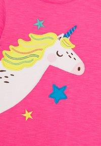 Frugi - LIZZIE APPLIQUE  - Print T-shirt - flamingo - 2