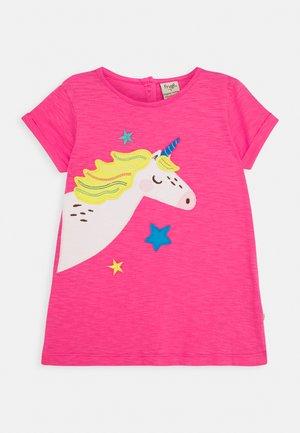 LIZZIE APPLIQUE  - T-shirt z nadrukiem - flamingo