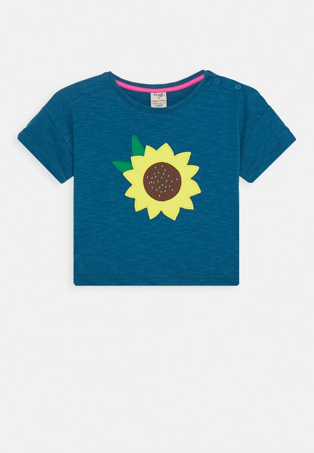 MYLA SUNFLOWER - T-shirt med print - steely blue