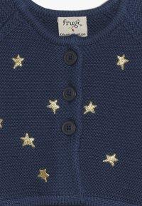Frugi - EMILIA EMBROIDERED BABY - Chaqueta de punto - space blue - 3