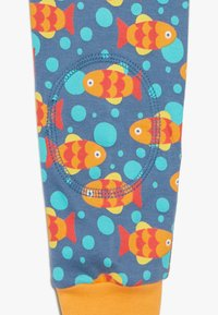 Frugi - KNEEPATCH DUNGAREE FISH BABY - Jumpsuit - koi joy - 2