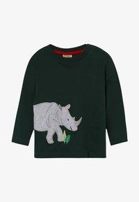 Frugi - JOE APPLIQUE - Camiseta de manga larga - fir tree - 2
