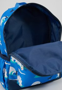 Frugi - RECYCLED FABRIC ADVENTURERS BACKPACK - Batoh - polar play - 2