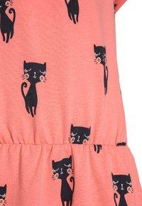 Fred's World by GREEN COTTON - CATS DRESS - Sukienka z dżerseju - coral - 2